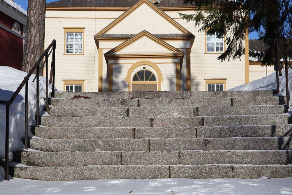 Kesä 2019 opastukset Sulkavan kirkko ja kirkkopiha Pirjo